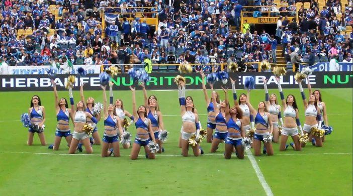 Porristas de Millos en el Estadio